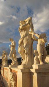 8-statue